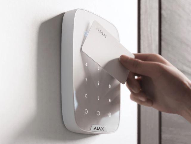 Ajax DualCurtain Outdoor i Ajax KeyPad Plus